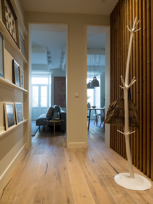 Hall: Corredores e halls de entrada  por MUDA Home Design,