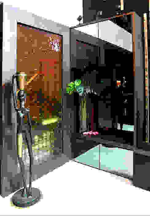 Andrew Road - cabinet Singapore Carpentry Interior Design Pte Ltd Modern corridor, hallway & stairs