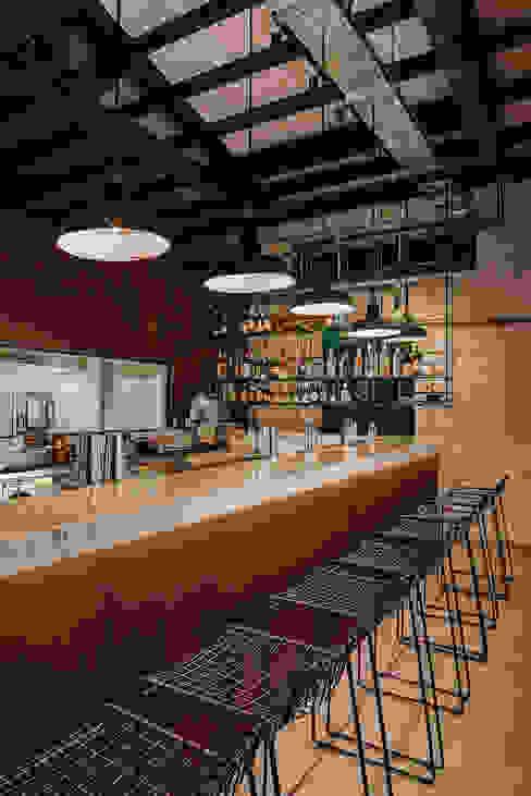 Banco bar Bar & Club in stile industrial di manuarino architettura design comunicazione Industrial Ferro / Acciaio