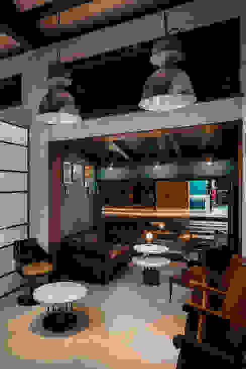 Salotto Bar & Club in stile industrial di manuarino architettura design comunicazione Industrial Ferro / Acciaio