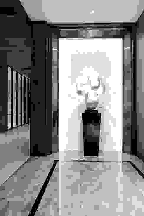 Corridor & hallway by 築川設計, Modern