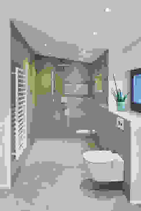 Modernes Badezimmer mit freistehender Badewanne Schreinerei Fischbach GmbH & Co. KG Moderne Badezimmer