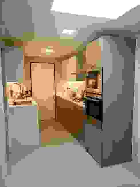 Vista 1 Cocinas de estilo moderno de balConcept SpA Moderno Goma