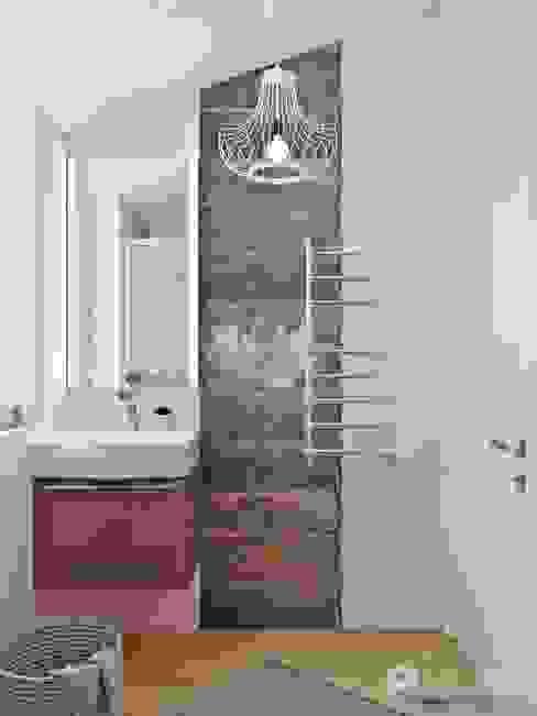Ванная: Ванные комнаты в . Автор – Архитектурная студия 'АВТОР', Эклектичный