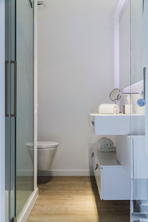 Remodelação total apartamento na Costa da Guia, Cascais Casas de banho modernas por ARQ1to1 - Arquitectura, Interiores e Decoração Moderno