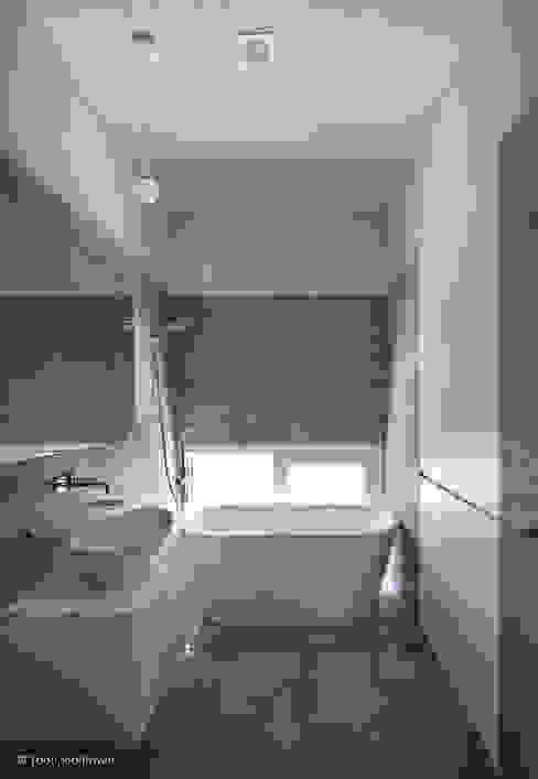 Ванные комнаты в . Автор – 건축사사무소 모뉴멘타