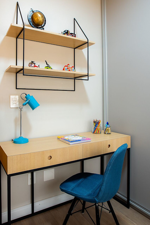 Mesa de estudos com estante para decoração ZOMA Arquitetura Quartos dos meninos