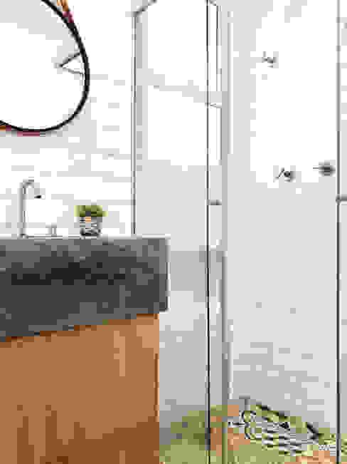 BANHO INDUSTRIAL Banheiros industriais por DALL' ANESE ARQUITETURA Industrial Azulejo
