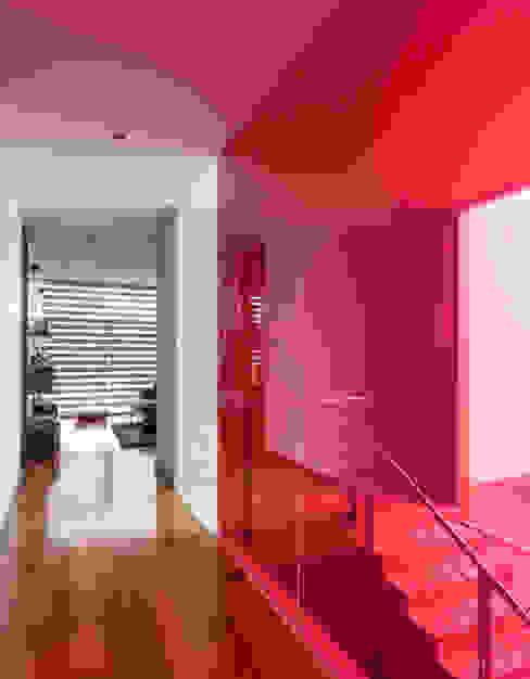 Pasillos, vestíbulos y escaleras modernos de TaAG Arquitectura Moderno