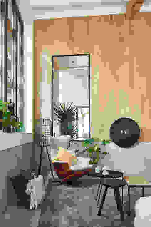 Woonkamer met bio-ethanol haard Studio Woonforum Moderne woonkamers