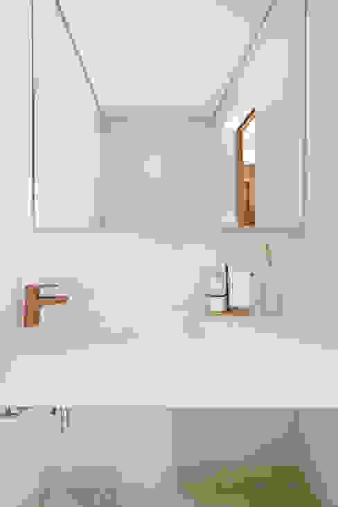 Lavabo Moderno e Minimalista Mirá Arquitetura Locais de eventos minimalistas Mármore Branco