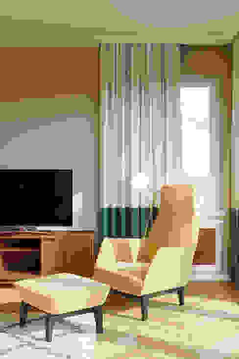 Butaca amarilla del salón Isabel Gomez Interiors SalonesSofás y sillones Amarillo