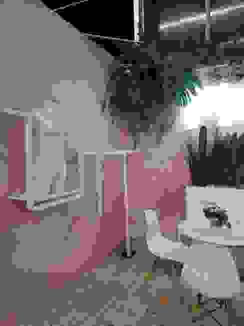 Racks Stand Fiory Decó ambientes a la medida Espacios comerciales de estilo ecléctico