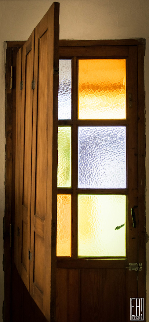 Country style doors by Eh! Arquitectura Country Wood Wood effect