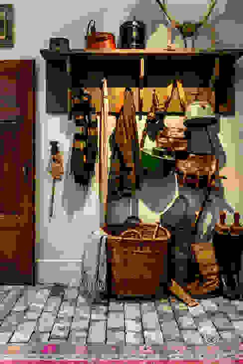 Classico krijtverf in de kleur Old Flax:  Gang en hal door Pure & Original,