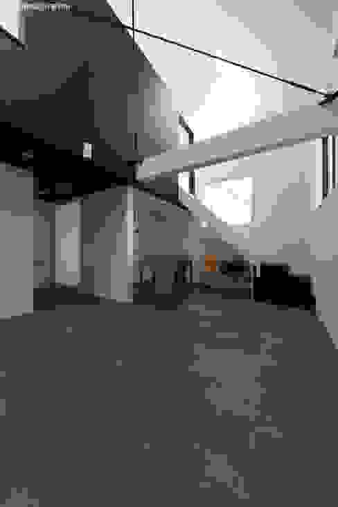 モルタル土間のリビング ミニマルデザインの リビング の 石川淳建築設計事務所 ミニマル