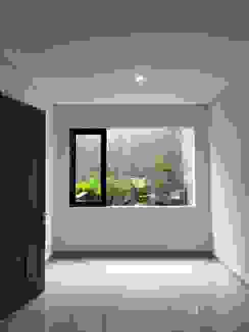 rumah antapani J12 bandung indra firmansyah architects Kamar Tidur Gaya Industrial