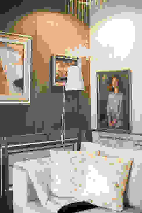 Living room by SHI Studio, Sheila Moura Azevedo Interior Design