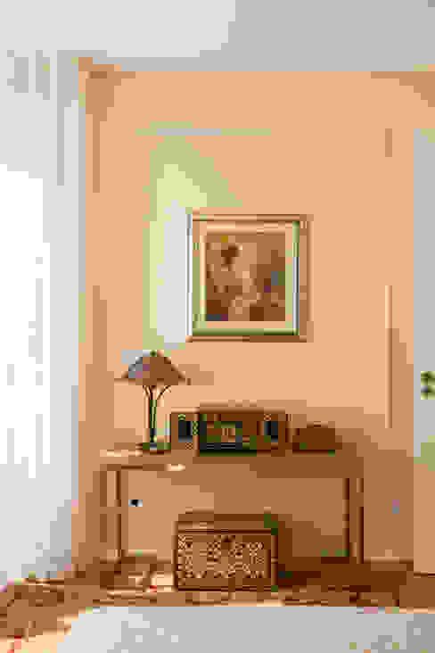 di ShiStudio Interior Design Moderno