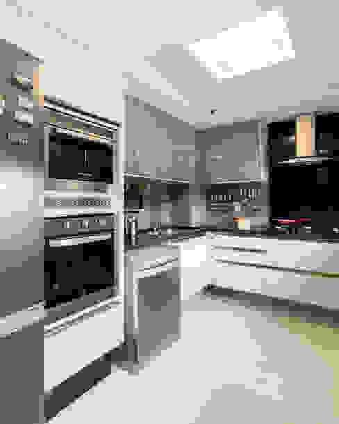 Cozinha/ Armários/ Cozinhas modernas por Arquitetura Sônia Beltrão & associados Moderno Granito