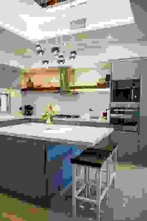 Casa La Reserva Cardales Cocinas modernas: Ideas, imágenes y decoración de ARQCONS Arquitectura & Construcción Moderno
