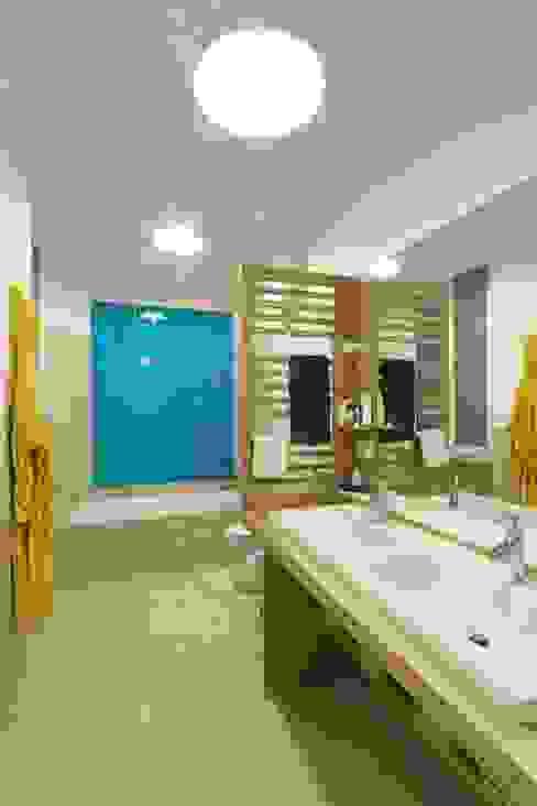 Moderne Badezimmer von Daniele Arcomano Modern Keramik