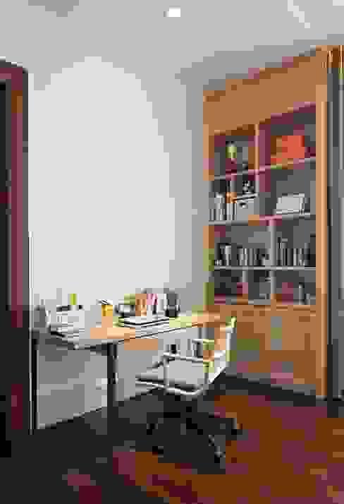 Meja Kerja: Kamar Tidur oleh ARF interior,