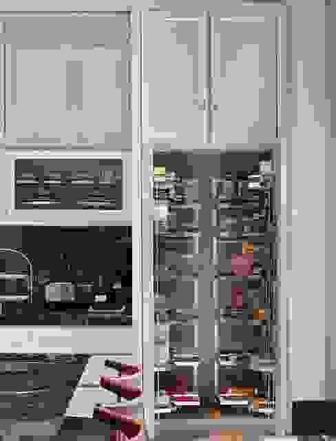 Lemari penyimpanan bahan dasar: Dapur oleh ARF interior,