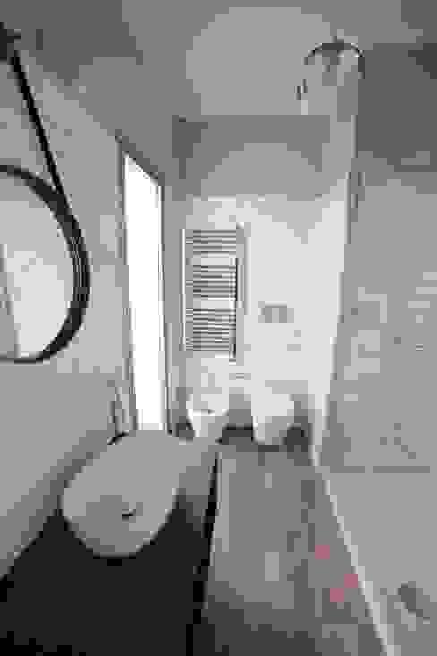 Bagno Minimal con doccia walk inn Omnia Multiservizi - Roma Invest Bagno in stile asiatico