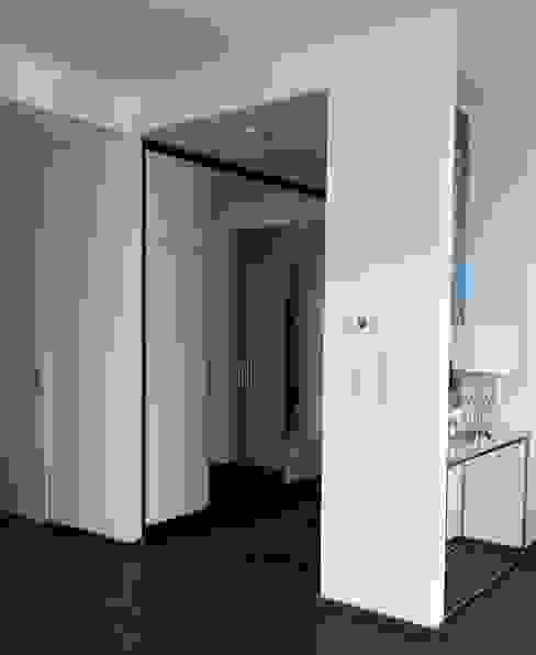 Vorzimmer, Eingang Moderner Flur, Diele & Treppenhaus von Anastasia Reicher Interior Design & Decoration in Wien Modern