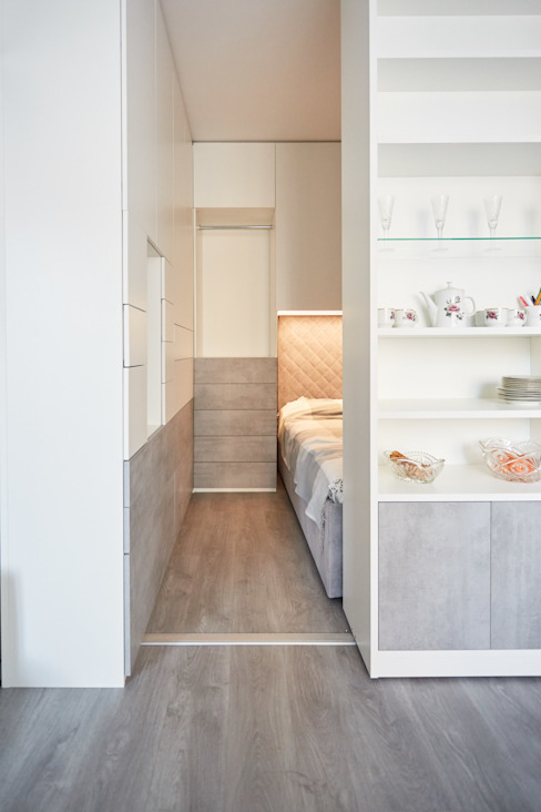 Корпусный шкаф в спальню raumplus от Raumplus Скандинавский