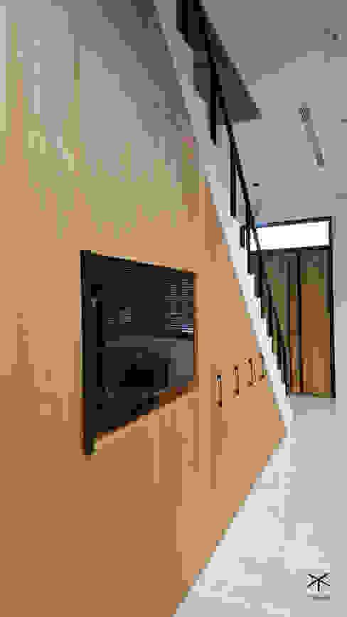 老舊辦公室變身極簡現代風 XY DESIGN - XY 設計 玄關、走廊與階梯儲藏櫃