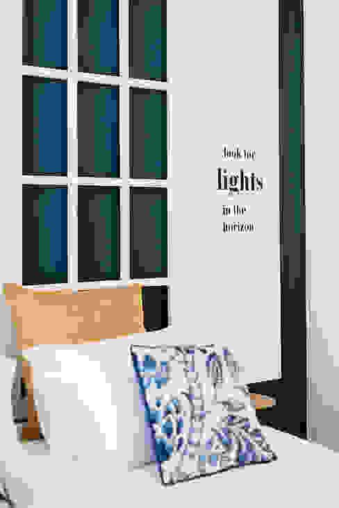 Quarto - Janelas de S. Bento, Porto - SHI Studio Interior Design por SHI Studio, Sheila Moura Azevedo Interior Design Escandinavo