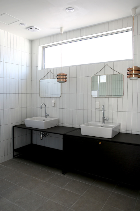 Modern bathroom by AAPA건축사사무소 Modern