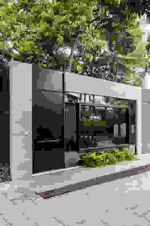 Sala da Imagem e do Som | Fachada Contemporânea | Casa Cor PE 2018 por Arquitetura Sônia Beltrão & associados Moderno Concreto