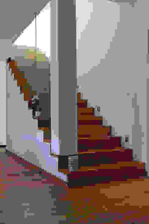 Treppe Antritt archipur Architekten aus Wien Treppe Beton Weiß