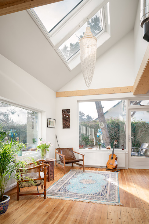 woonkamer interieur jaren 50 bungalow robin hurts architect Scandinavische woonkamers Hout Hout