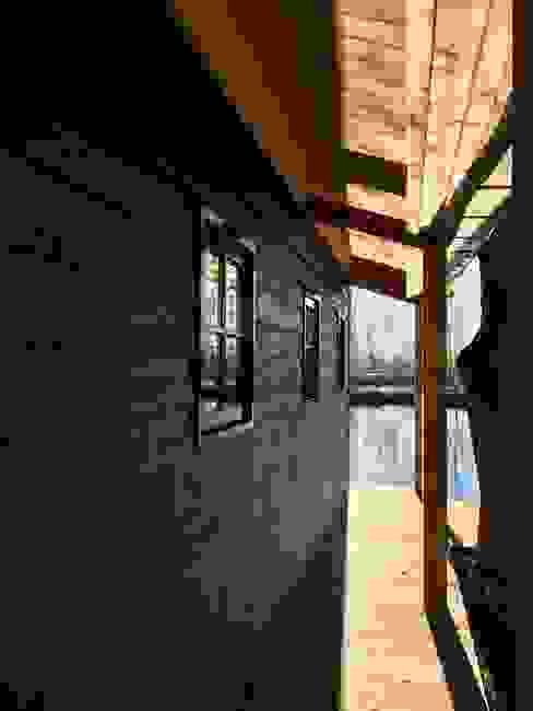 Het portiek van MEF Architect Landelijk Hout Hout