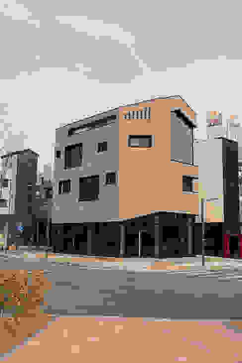 시흥시 배곧(정왕동 2450) 상가주택: AAG architecten의  다가구 주택,모던 벽돌