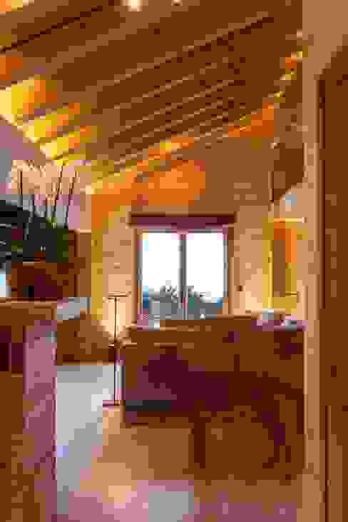 Wohnbereich Rustikale Wohnzimmer von RH-Design Innenausbau, Möbel und Küchenbau Aarau Rustikal Holz Holznachbildung