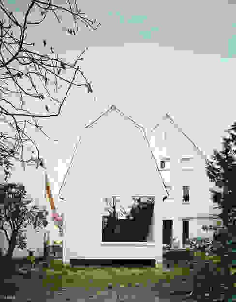 Kleines Haus im Garten als Wohnraumerweiterung von AMUNT Architekten in Stuttgart und Aachen Modern Holz Holznachbildung