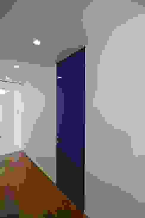 Il bagno relax Giuseppe Rappa & Angelo M. Castiglione Ingresso, Corridoio & Scale in stile moderno Legno Bianco