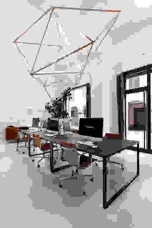 ufficio: Complessi per uffici in stile  di elena romani PHOTOGRAPHY,