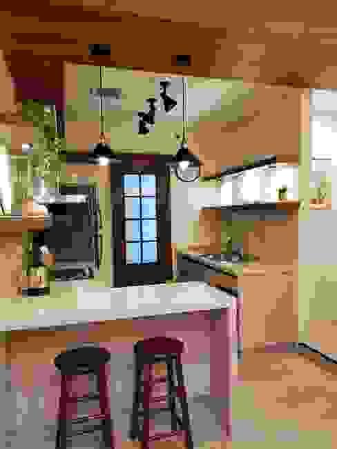 Rustic Retreat Geraldine Oliva Small kitchens