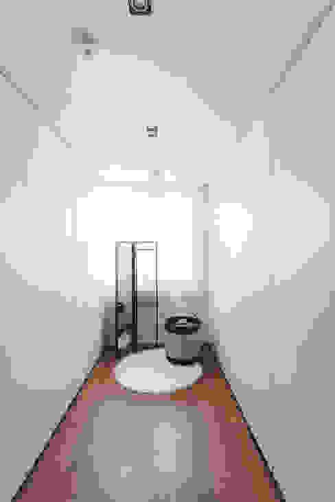 드레스룸: FLIP (플립) 디자인 스튜디오의  드레스 룸
