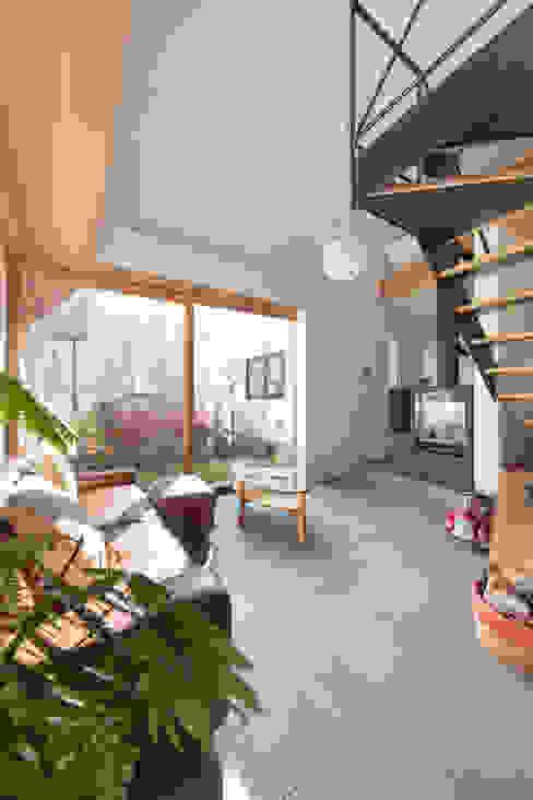 스칸디나비아 거실 by 遠藤誠建築設計事務所(MAKOTO ENDO ARCHITECTS) 북유럽