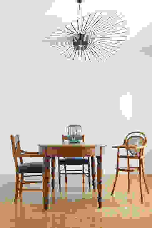 Tra antico e contemporaneo Arbit Studio Sala da pranzo in stile classico Legno Bianco