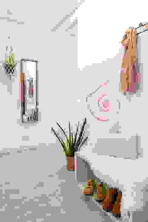 Recibidor Bhoga Home Staging Pasillos, vestíbulos y escaleras de estilo moderno