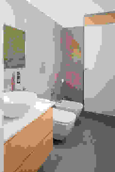 Bagno degli ospiti manuarino architettura design comunicazione Bagno minimalista Piastrelle Beige