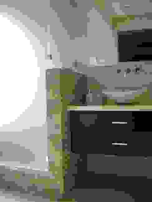 ห้องน้ำ โดย Fabiana Ordoqui  Arquitectura y Diseño.   Rosario | Funes |Roldán,